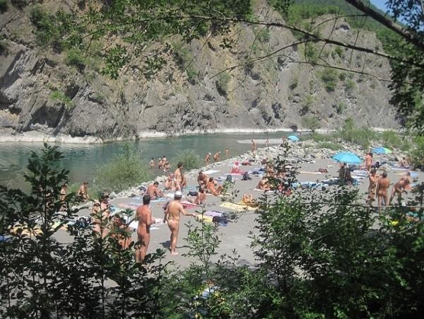 Nuova spiaggia naturista sul fiume Trebbia! - Fenait
